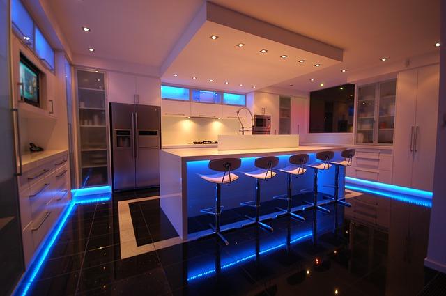 moderní kuchyně, modré podsvícení